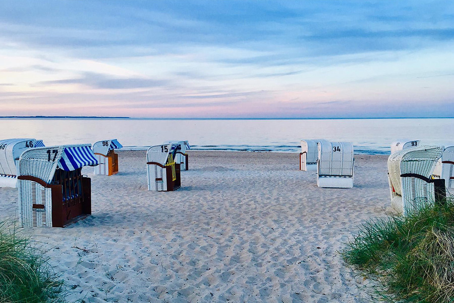 """Strandfoto mit Strandkörben, stellvertretend für Hausfoto von """"Unser Sommerhaus"""""""